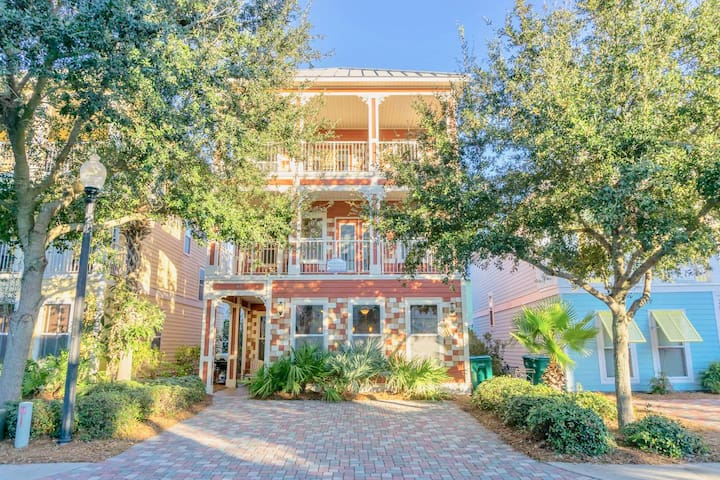 Spacious Beach Retreat With Spectacular Amenities Perfect For Large Families!