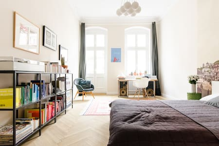 Beautiful room in Kreuzberg with private bathroom - Berlin - Apartment