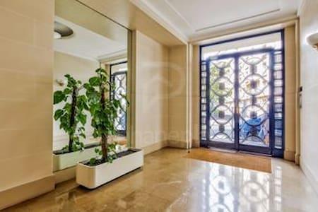 Grand studio 45m2 Auteuil Paris XVl ème