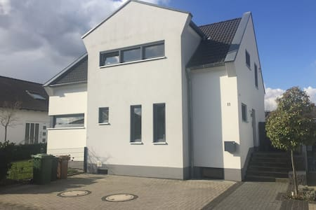 Souterrainzimmer in Einfamilienhaus - Großkrotzenburg - Casa