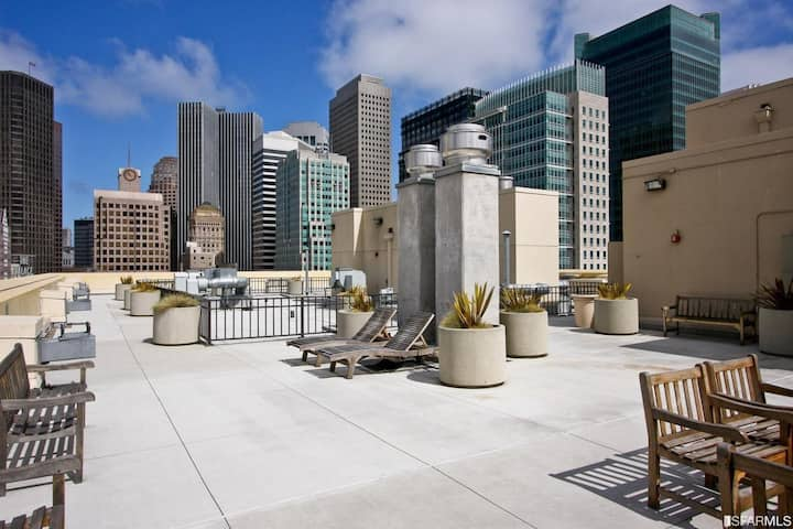 Luxury Studio Near SOMA (Downtown San Francisco)
