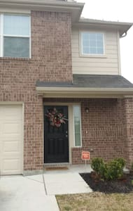 SUPER BOWL READY HOUSE- UP TO FIVE PEOPLE - Houston - Ev