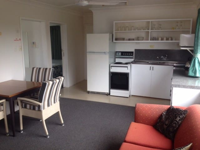 2 Bed Upstairs Unit with Balcony