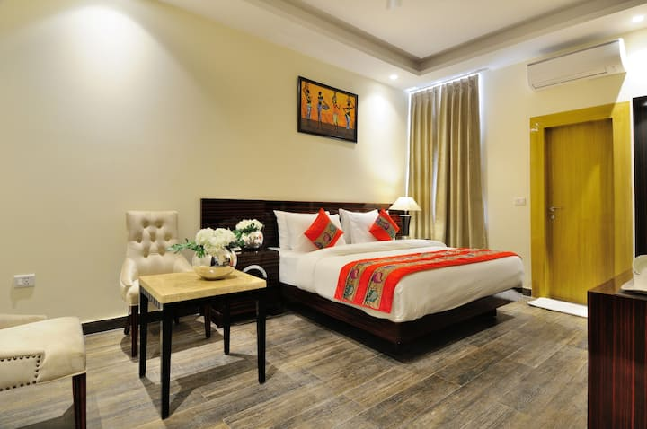 Deluxe room with king bed near Delhi Airport