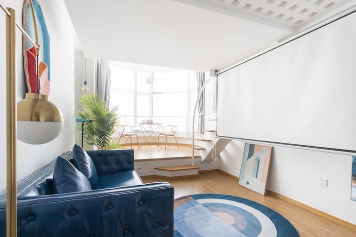 【外滩Plus】外滩 豫园 新天地 整租落地窗江景 Loft大床 巨幕投影 (点我头像 有其他房源)
