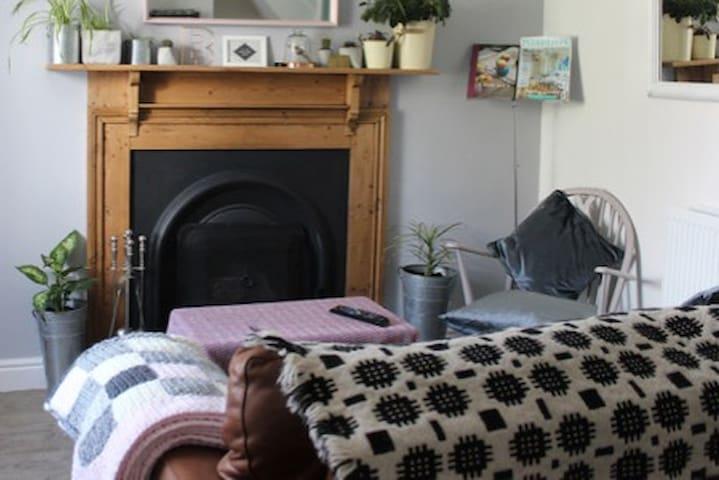 Three Bedroom Cosy Cottage
