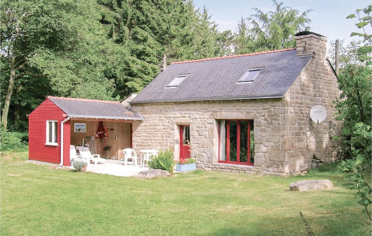 Holiday cottage with 2 bedrooms on 65m² in St Tugdual