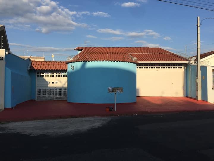 Casa da Cris R$120/dia/pessoa +200 taxa(50/quarto)