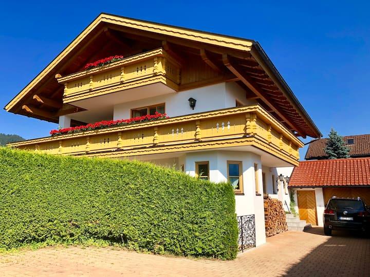 175 qm FEWO Bergblick im 1.+ 2. Stock für 12 Pers.