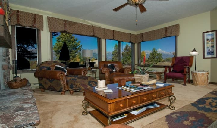 Rustic home near Jackson Hole Golf & Tennis Club with private sauna, deck, WiFi