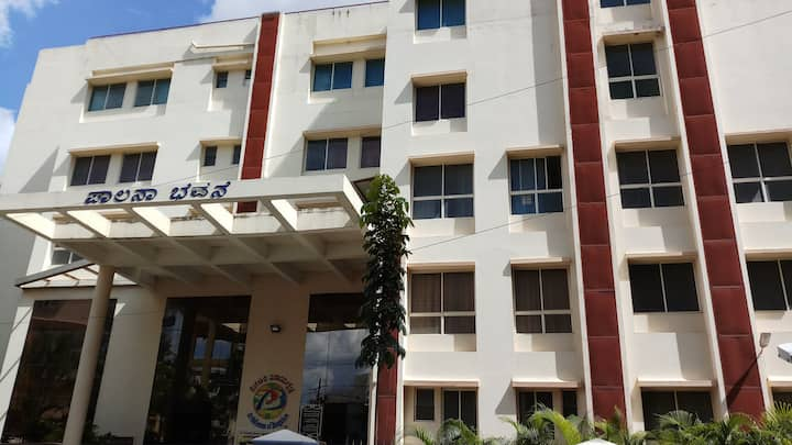 Non AC rooms in heart of Bangalore