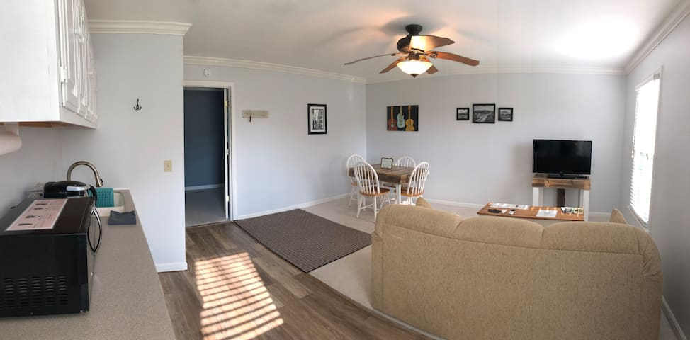 Updated Apartment near downtown Franklin