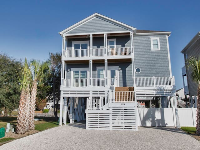 Sleeps 14! Private pool, elevator, private DOCK! Dock Holiday made for families!