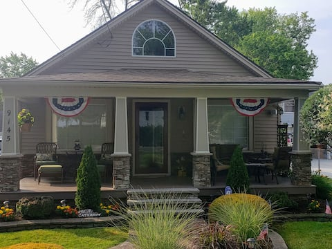 The Cat's Meow: Lake House @ Grand View Bay