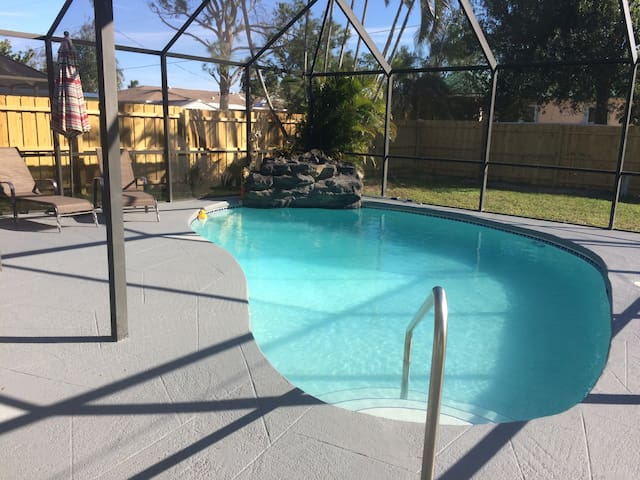 Stay Close To The Beach- Heated Pool!