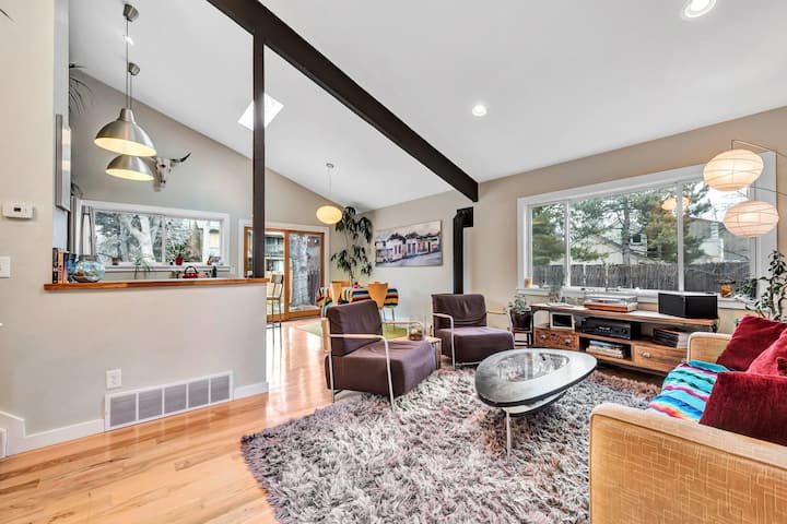 Bright and Peaceful Centrally located Boulder Home