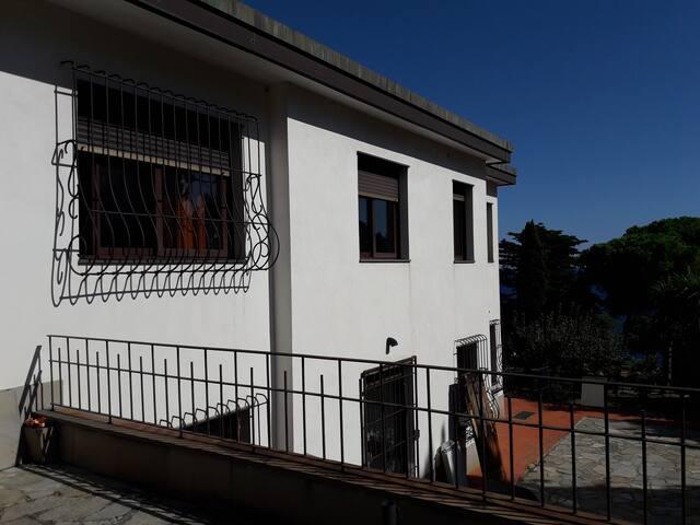 Affittasi appartamento di circa 100m.q. vista mare