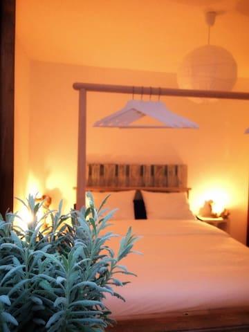 Cheap room, near touristic zone, WiFi, dejayuno