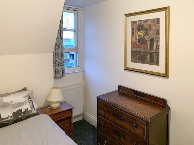 Single room in Central LDN 2-min to Oxford Circus