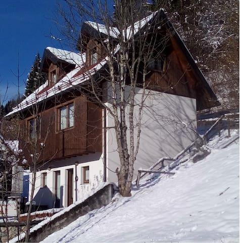 Romantica casetta in montagna