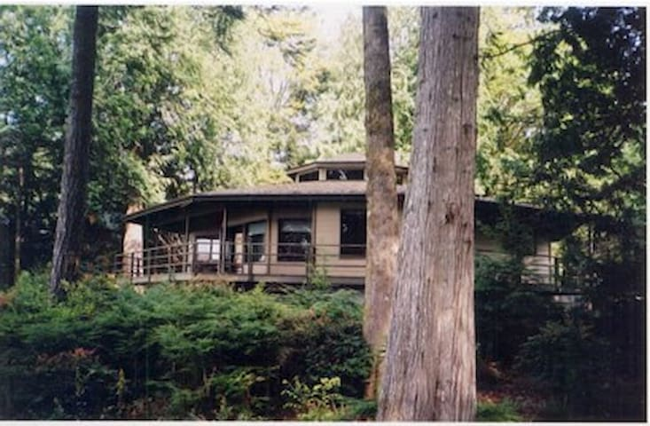 Waterfront Octagon House on Puget Sound