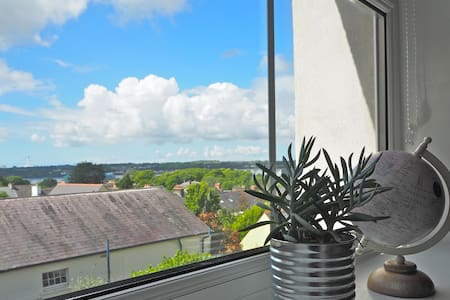 Great Value Modern Apartment! Central Pembs!
