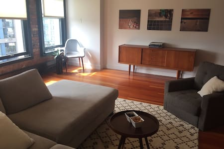 Chic historic 1Bd loft in Gastown - Vancouver - Apartment
