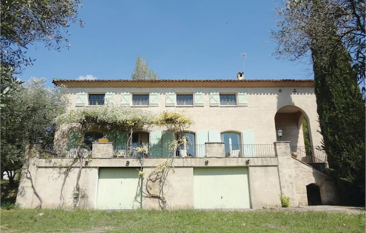 Amazing home in Pezenas with WiFi, 7 Bedrooms and Outdoor swimming pool