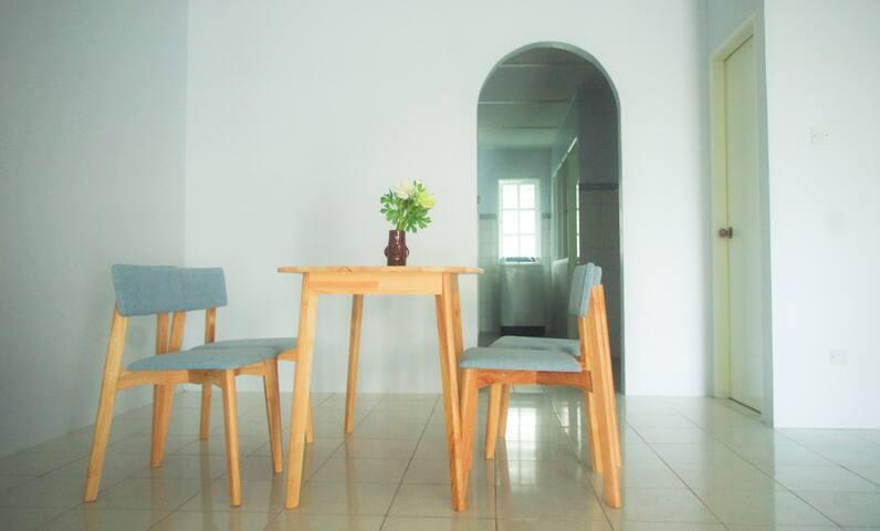 Blue Abode - Spacious home for big groups! - Kuching - Casa