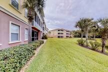 Waterfront condo w/shared pool, hot tub & fitness center