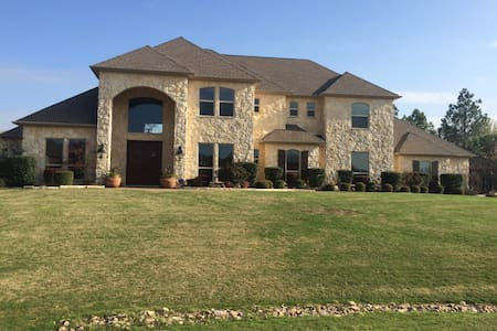 Spacious Upscale Home - Keller