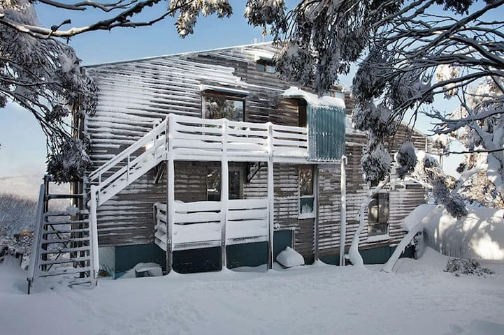 Unit 6 Shamrock Apartments - Quiet ski getaway