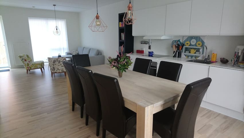 Cosy room with FREE BREAKFAST in a new apartment