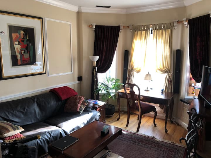 Furnished 1BR Bay Window Flat in Washington, D.C.
