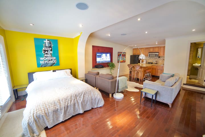 Spacious Guest House in Weho