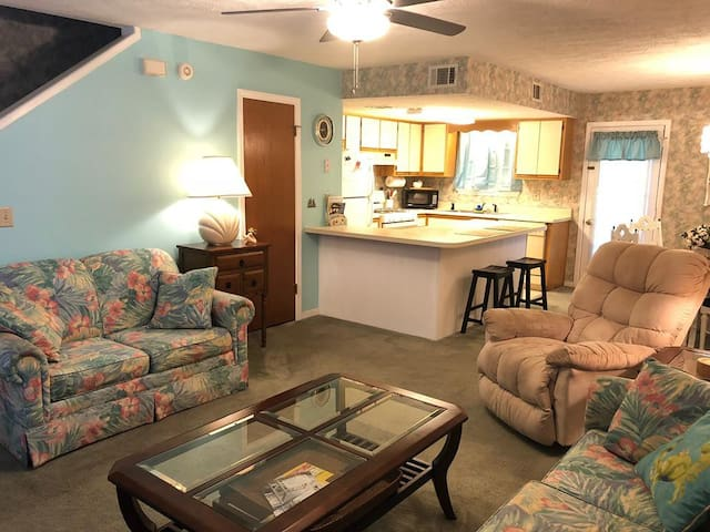 Family Friendly Panama City Beach Condo-Sleeps 7!