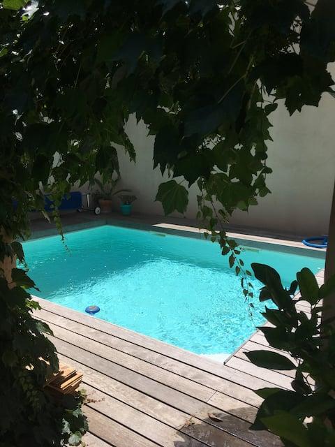 Rivesaltes, logement, cour intérieure et piscine