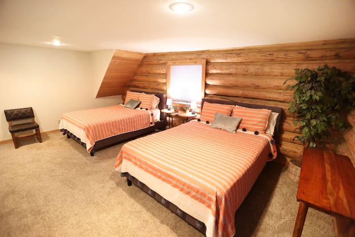 The bedroom has 2 queen beds and the loft has a queen bed and a futon.
