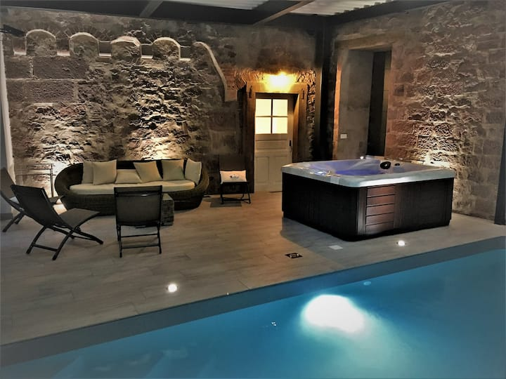 Charming cottage INDOOR SWIMMING POOL - SPA
