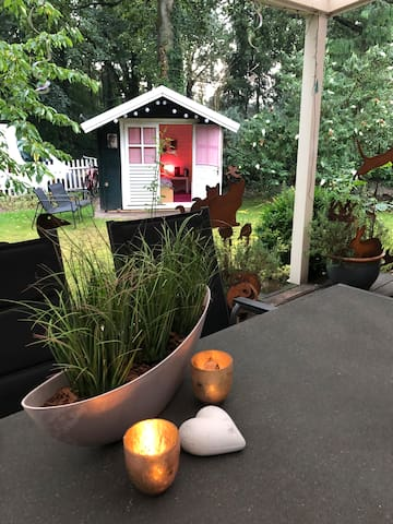 Kuscheliges Gartenhäuschen an der Fahrradroute