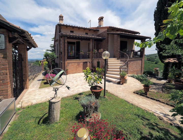 Pozzo, splendid house for couple