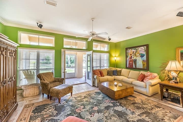New listing! Gorgeous home with shared pool/hot tub/sauna/tennis + beach access!