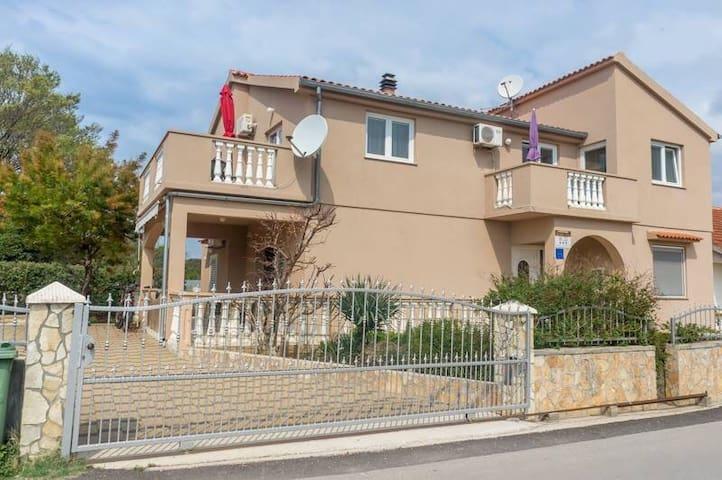 Apartmani Sanda i Leo 2 - Bibinje - House