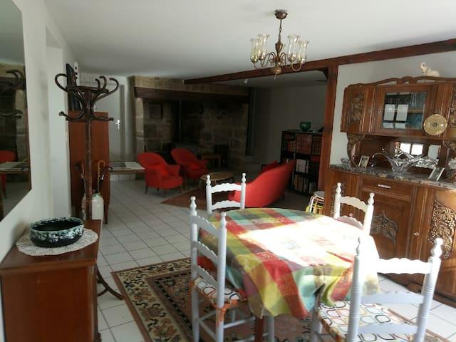 Maison de bourg lumineuse