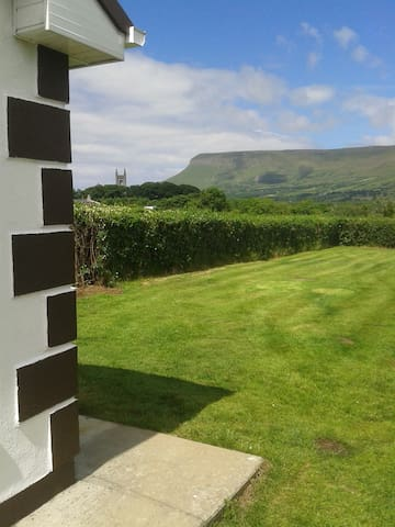O'Hara's Self Catering Apt, Drumcliffe,