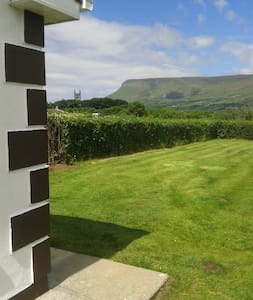 O'Hara's Self Catering Apt, Drumcliffe, - Drumcliff