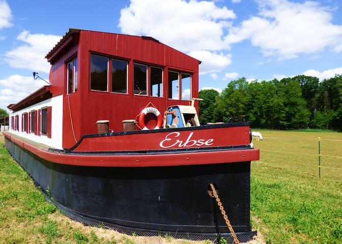 Filmschiff ERBSE - Das besondere Hausboot zu Land