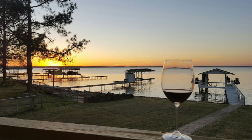 Waterfront Sunsets LAKE HOUSE-newly listed ! - Gun Barrel City - Rumah