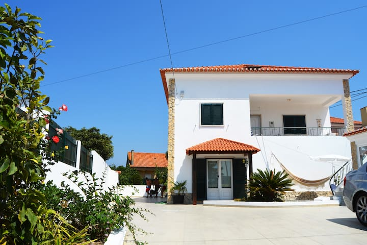 Charming country house by Ericeira