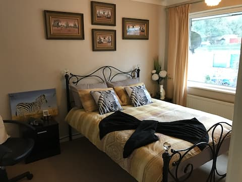 Quite, comfortable room in a friendly home
